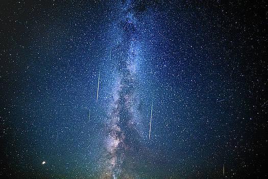 Milky Way Shooting stars by Chris Thodd