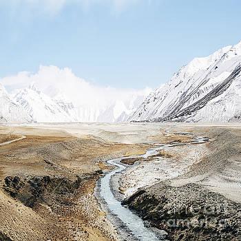 Mount Everest by Setsiri Silapasuwanchai