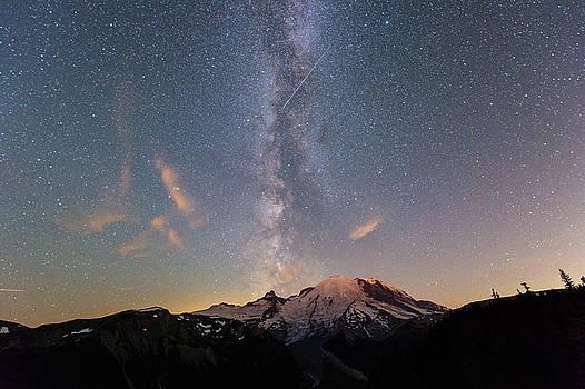 Mt.Rainier with Milky way by Hisao Mogi