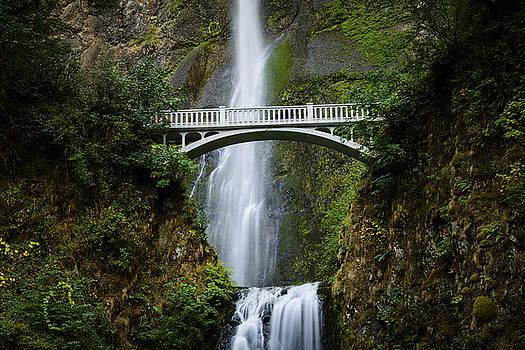 Oscar Gutierrez - Multnomah Falls