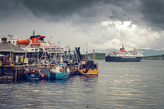 Oban Harbour by Ray Devlin