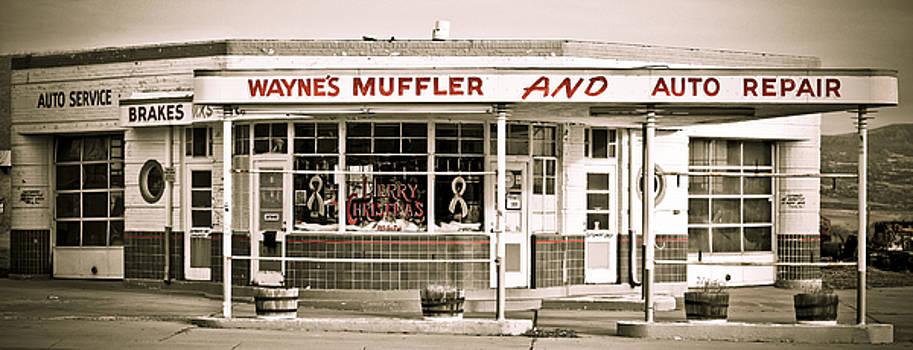 Marilyn Hunt - Old art deco filling station