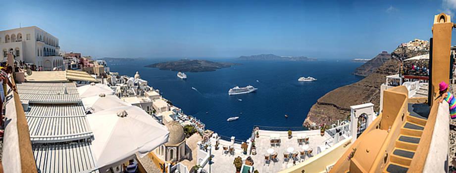 Eduardo Huelin - Panoramic view of Oia village on Santorini island Greece