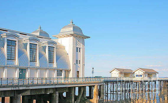 Penarth pier by Susan Wall