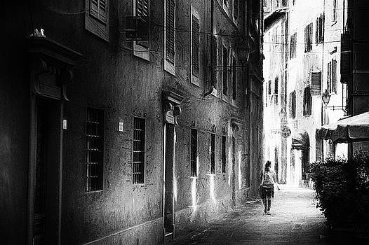 Pisa moment - impressionist street photography by Frank Andree