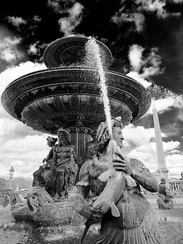 Place de la Concorde Fountain by Heidi Hermes