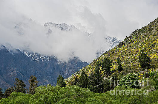 Queenstown New Zealand. Remarkable ranges  by Yurix Sardinelly