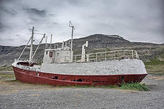 Shipwreck, BL9A9502-7 by Wally Hampton