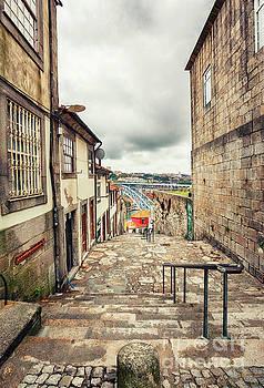 Ariadna De Raadt - small street in Porto, Portugal