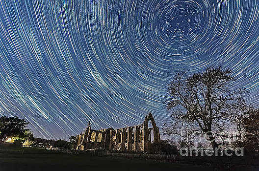 Mariusz Talarek - Star trails in Bolton Abbey
