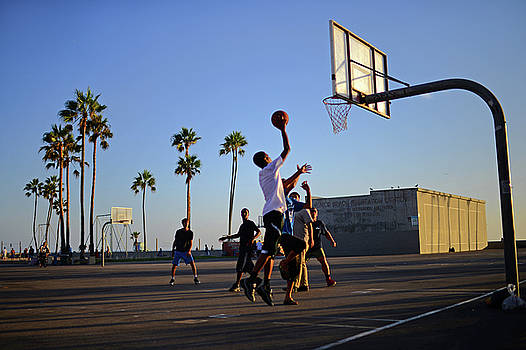Street basketball game in Venice Beach by Nano Calvo