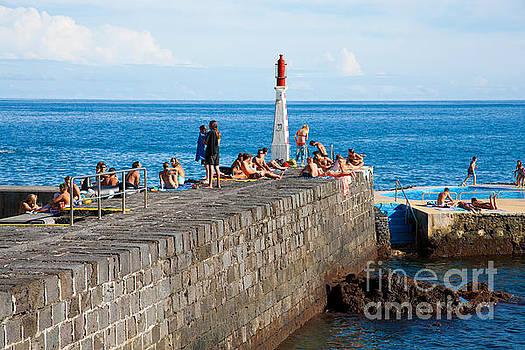 Gaspar Avila - Sunbathing in Azores