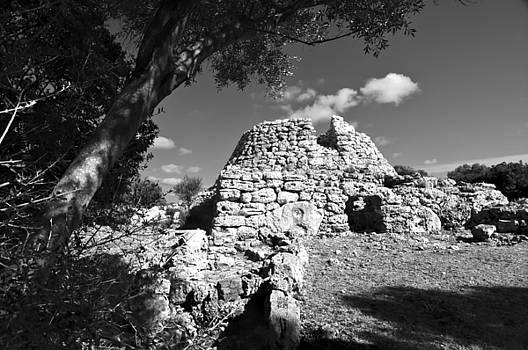 Pedro Cardona Llambias - Talaior of Cornia in Menorca megalithic monument
