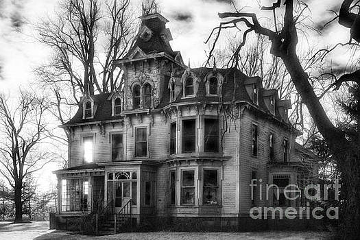 Jeff Holbrook - The Old Haunted Bruce Mansion
