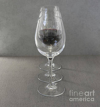 Compuinfoto   - three wine glasses