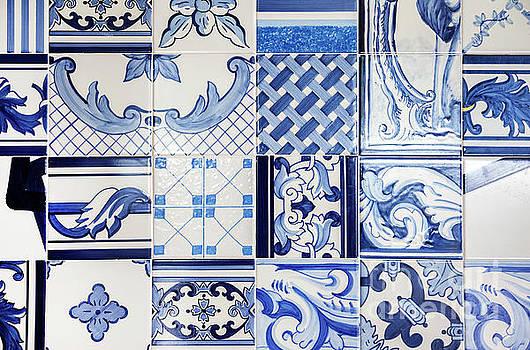 Ariadna De Raadt - tile blue background