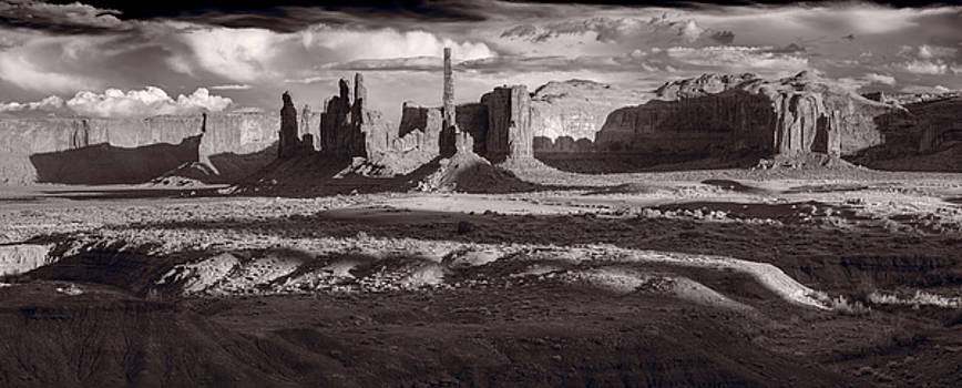 Steve Gadomski - Totem Pole And Yei Bi Chei Monument Valley