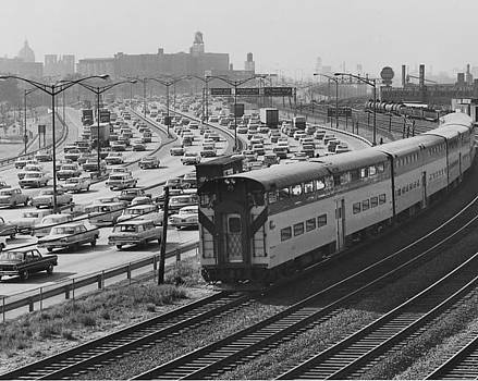 Chicago and North Western Historical Society - Train Rounds Curve Near North Ave