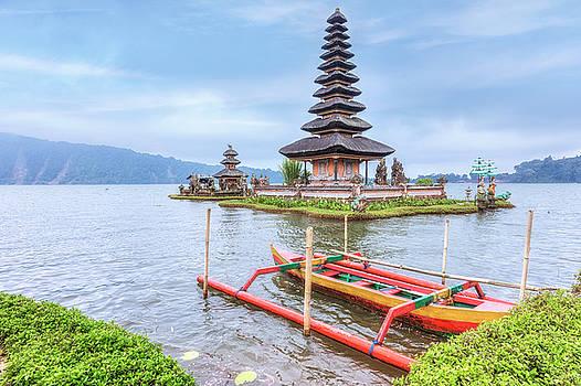 Ulun Danu - Bali by Joana Kruse