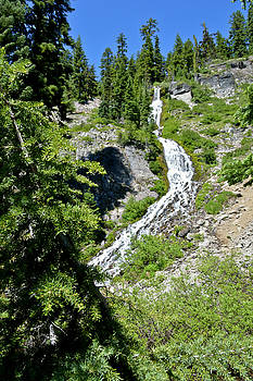 Vidae Falls - Crater Lake by David Crockett
