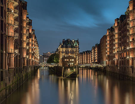 watercastle Hamburg by Silke Tuexen