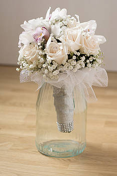 Newnow Photography By Vera Cepic - White wedding bouquet in glass mug