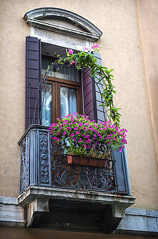 Eduardo Huelin - window in an old building in Venice Italy