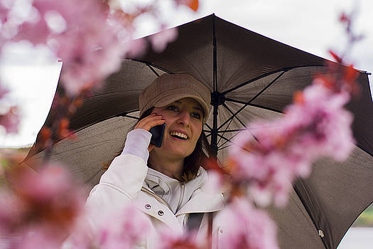 Newnow Photography By Vera Cepic - Woman with hat and umbrella talking on the phone in spring