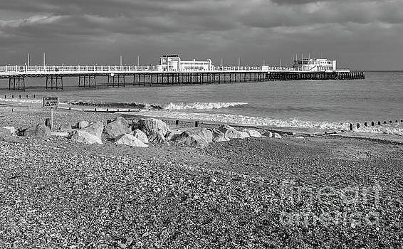 Worthing Pier by Geoff Smith