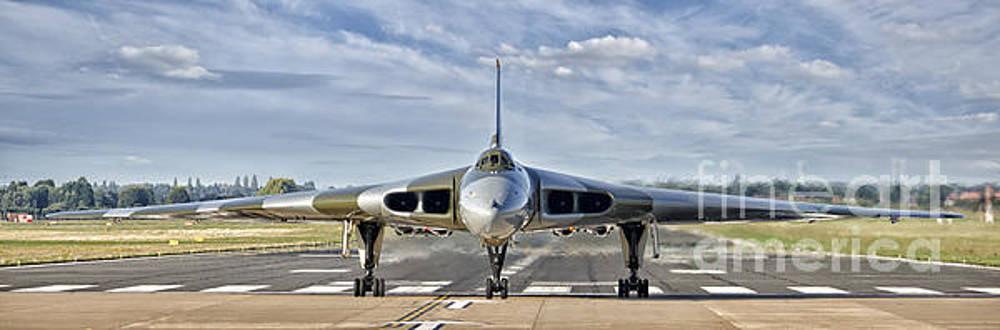 XH558 Vulcan by Steev Stamford