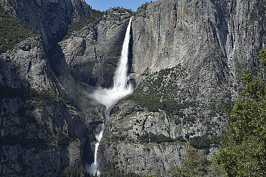 Harvey Barrison - Yosemite Falls from the Four Mile Trail