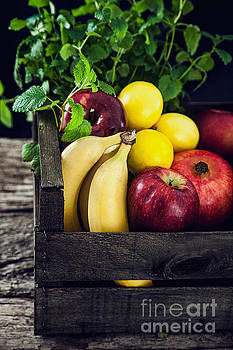 Mythja Photography - Organic vegetables on wood