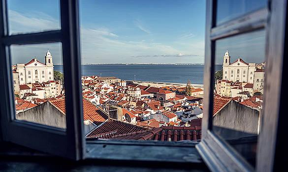 Eduardo Huelin - Portugal Lisbon view of Alfama neighborhood