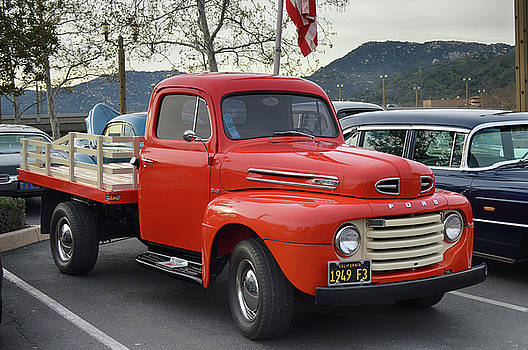 1949 F3 Flatbed by Bill Dutting