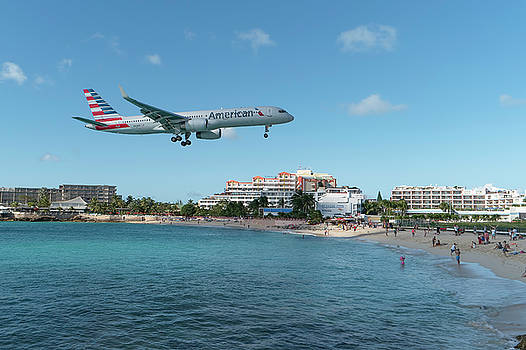 American Airlines landing at St. Maarten by David Gleeson