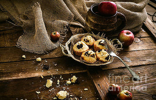 Mythja  Photography - Chocolate chips and almond muffins