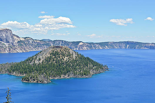 Crater Lake - Wizard Island by David Crockett