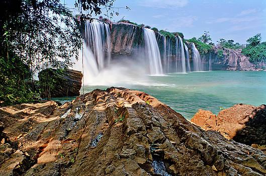 DRAYNUR waterfall by Tran Minh Quan