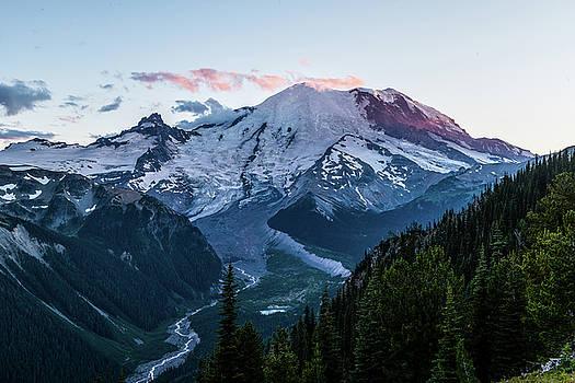 Mt.Rainier in sunset by Hisao Mogi