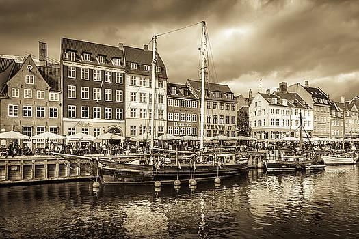 Nyhavn by Andrew Matwijec