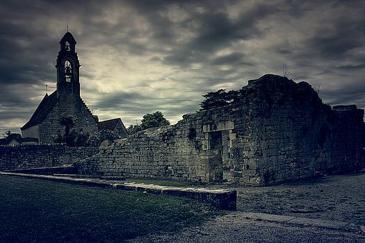 Ruin by Mickael PLICHARD