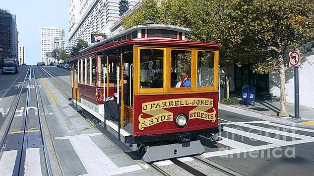 San Francisco cable car by Val Lupiz