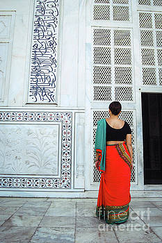 Neha Gupta - Saree Girl At Taj Mahal
