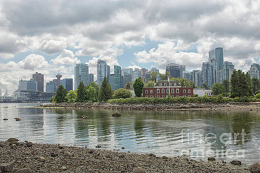 Vancouver skyline by Patricia Hofmeester