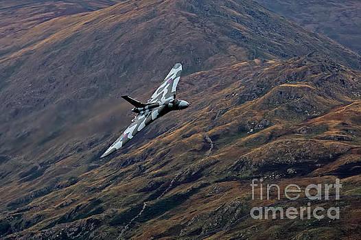XH558 Vulcan Bomber by Roger Green