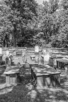 201406030-009K Head stones and tombs BW 2x3 by Alan Tonnesen
