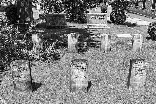 201406030-015K Head Stone Rows BW 3x2 by Alan Tonnesen
