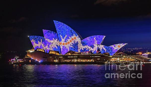 2016 Sydney Vivid 1  by Helen Woodford