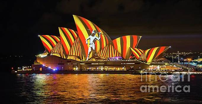 2016 Sydney Vivid 10 by Paul Woodford