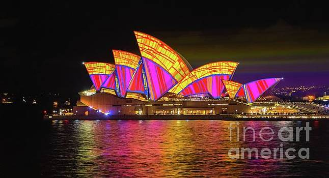 2016 Sydney Vivid 3 by Paul Woodford